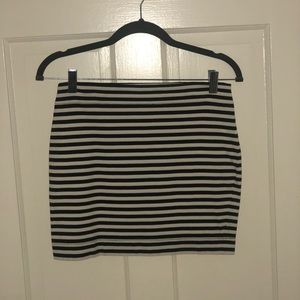Betsey Johnson Black and White Skirt Size Small